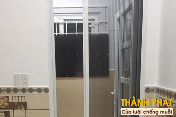 Lắp đặt cửa lưới chống muỗi cho phòng ngủ