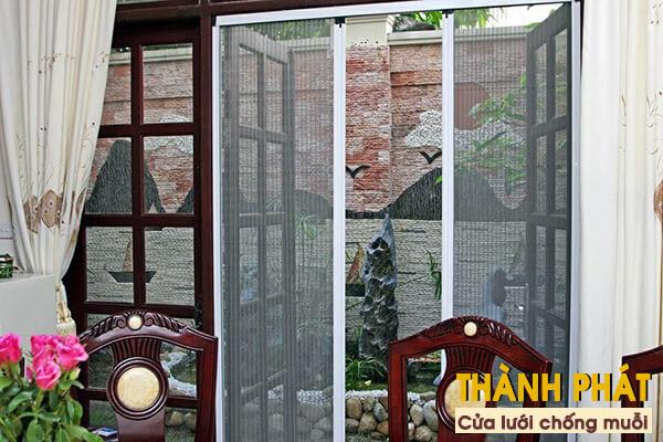 Nên lắp cửa lưới chống muỗi